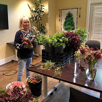 A volunteer arranges flowers to decorate the Evelyn D. Reinhart Guest House